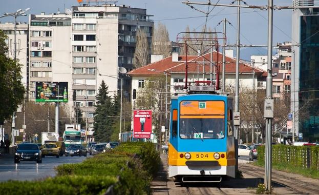 Въпрос за 1000 лв.: Кой контролира носенето на маски в градския транспорт