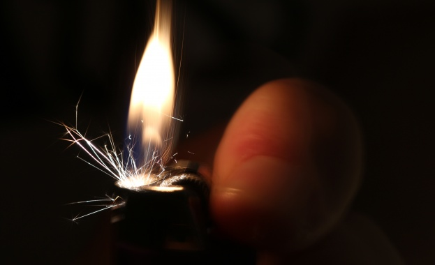 Нещо толкова невинно, като използването на чужда запалка, може да