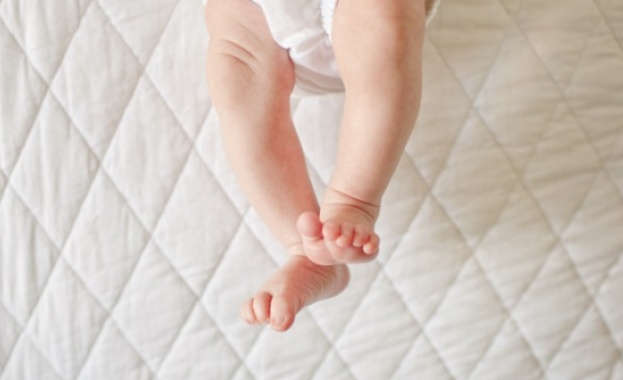 Бебе на един месец е настанено в Инфекциозна клиника на