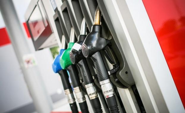 Петролът надолу, до седмица горивата падат и у нас