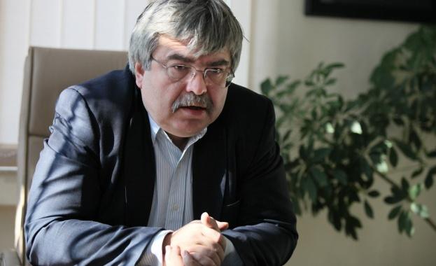 България остава в периферията на кризисния процес в икономиката. Това