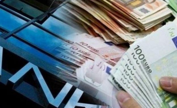 Банките масово вдигат такси през октомври