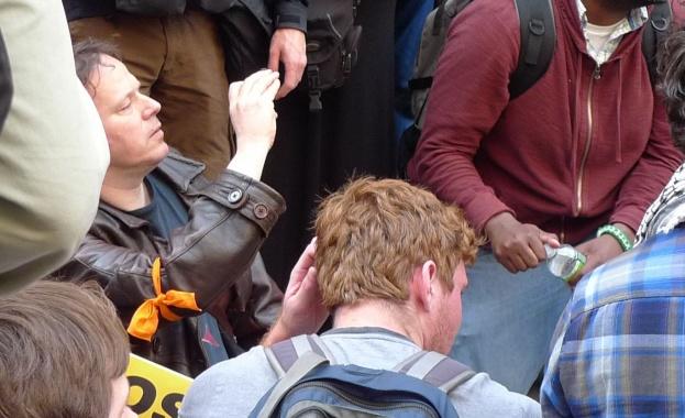Дейвид Гребер: Капиталистите направиха отстъпки не от щедрост, а от страх от бунтове