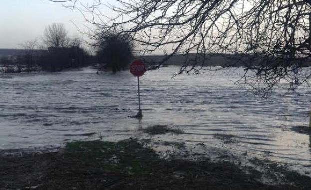 Скъсана дига на река Чая заплашва да наводни Катуница