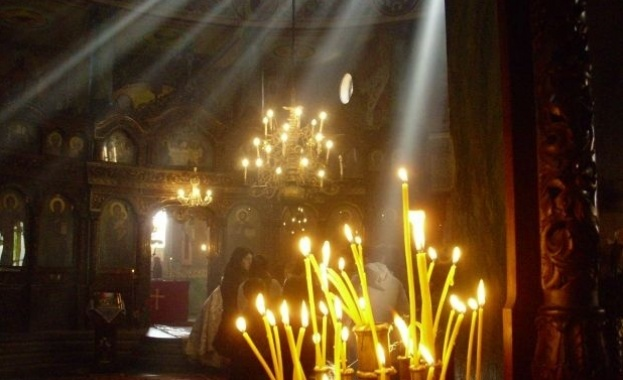 Пренасяне мощите на свети безсребреници и чудотворци Кир и Йоан