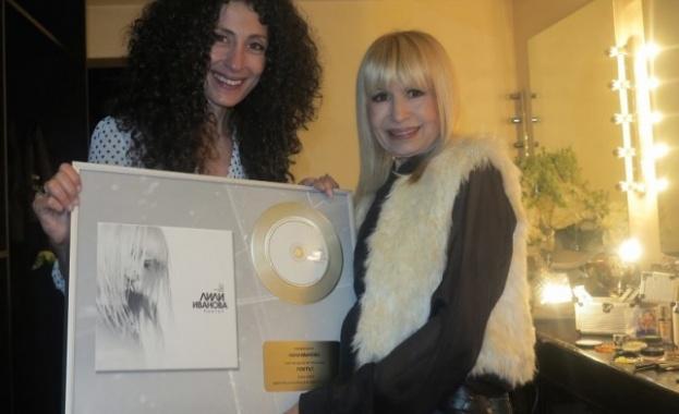 Лили с платинена плоча за 15 хил. продадени диска
