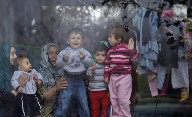 Задържаха трафикант на деца бежанци