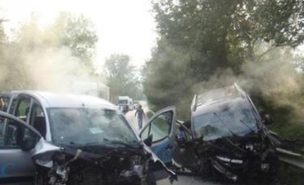 Диджей вади пострадали при катастрофа с миниван журналисти (обновена)