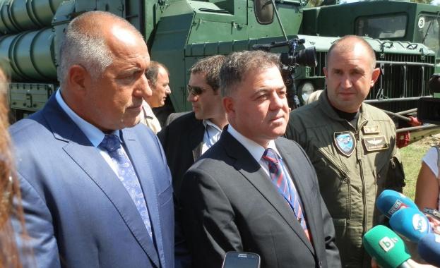 Ген. Румен Радев оттегля оставката си след разговор с премиера Борисов