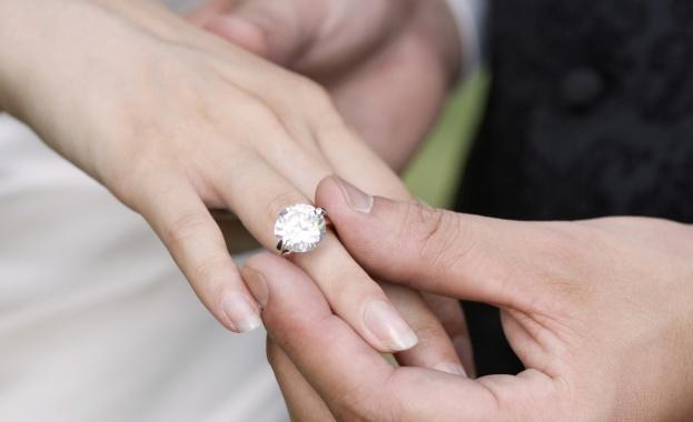 Службите по гражданско състояние в Русия ще регистрират бракове само