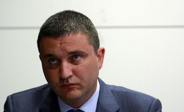В името на бюджета: Служители на НАП се излагат като кифладжии на гей парти по време на круиз