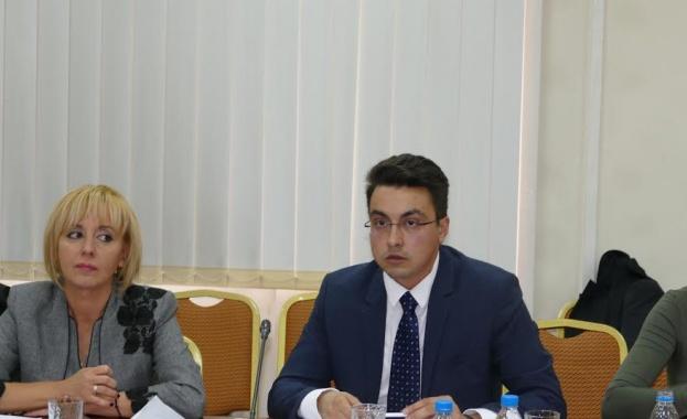 Мая Манолова и Момчил Неков дебатират закон за доброволчеството
