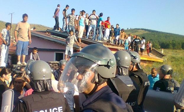 """Събарят 143 незаконни ромски къщи в """"Захарна фабрика"""""""