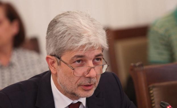 Нено Димов отговаря на депутати за водния режим в три области на страната