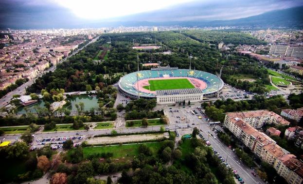 Кралев утвърди противоепидемичните мерки за мачовете на националния стадион