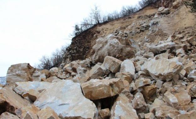 От февруари насам пътят до село Кладница е затворен заради