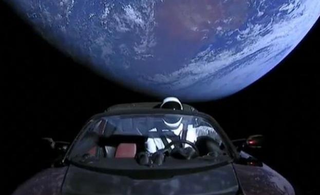 Tesla технологична компания ли е, или автомобилен производител? Това бе