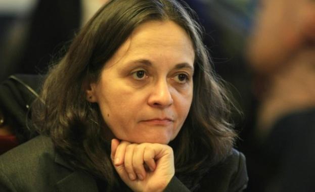 Жени Начева: Такса манипулация за поставяне на ваксина не може да се взема