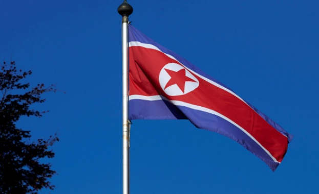 """Севернокорейският лидер Ким Чен-ун обеща да създаде """"неуязвима армия"""