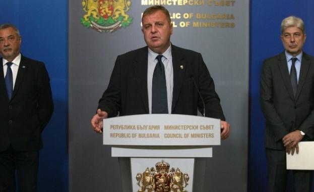 Каракачанов: Няма масова продажба на военни имоти, няма острови, архипелази и жълти павета