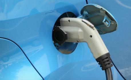 Гърция субсидира закупуването на електрически автомобили, мотоциклети и велосипеди