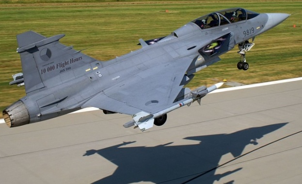 """Египет купува 30 бойни самолета """"Рафал"""" от Франция"""