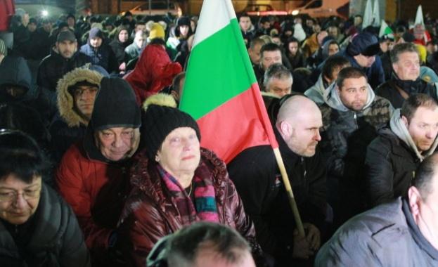 Военни се включиха в поредния протест във Войводиново