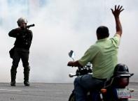 Масови безредици и преврат във Венесуела