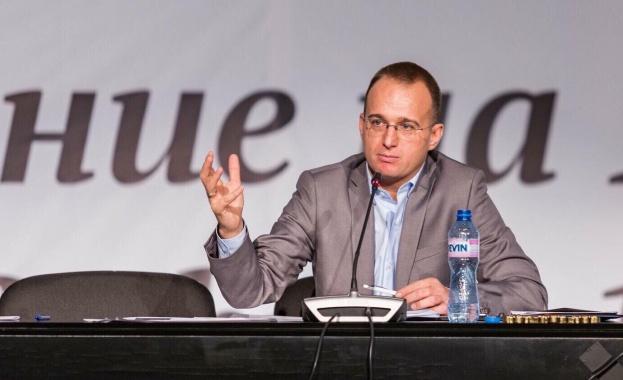 Симеон Славчев: Намесата в редакционната политика на БНР и БНТ е заплаха за свободата на словото в България