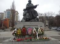 Поднасяне на венци и цветя по повод Деня на защитника на Отечеството