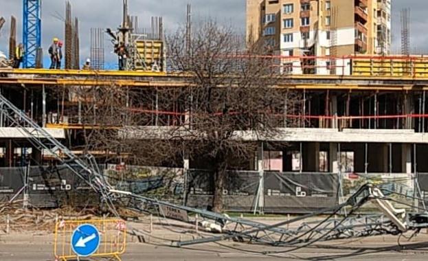 """Не са установени нарушения на строежа в кв. """"Младост"""", където падна кран"""