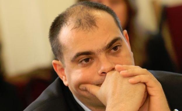 Народните представители Цветан Топчиев и Филип Попов /на снимката/ дариха