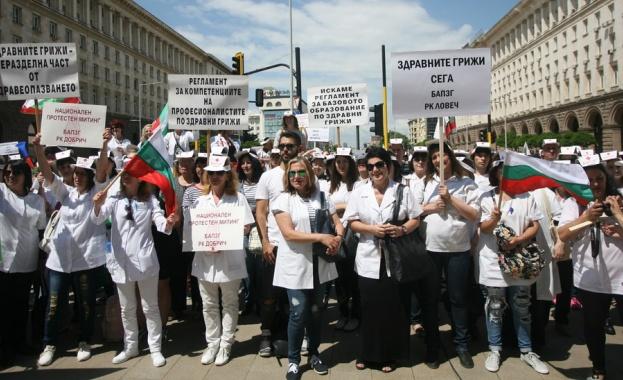 Нов протест на медицински сестри в София