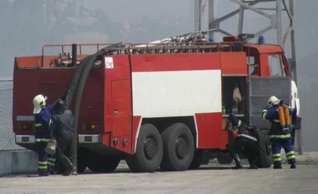 Пет противопожарни автомобили са изпратени на сигнал за пожар, възникнал
