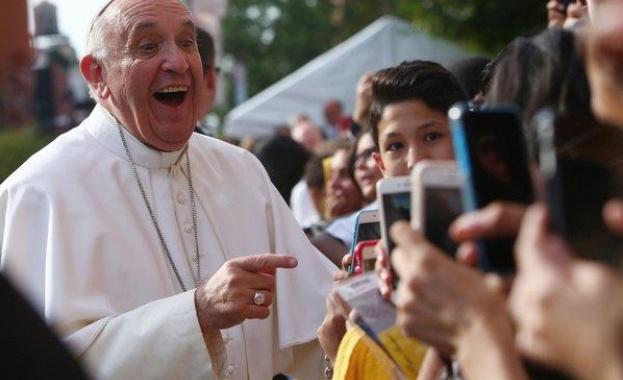 Фигаро: Невиждано студен прием на папата от българските православни християни