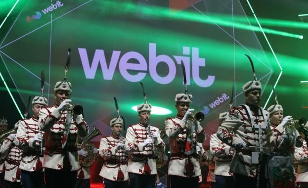 Робот компаньон, кибер обувки и летящ мотор на Webit 2019