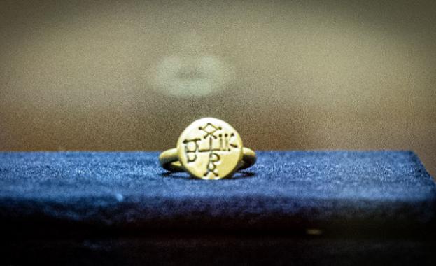 Мечът и пръстенът на хан Кубрат пристигнаха в София