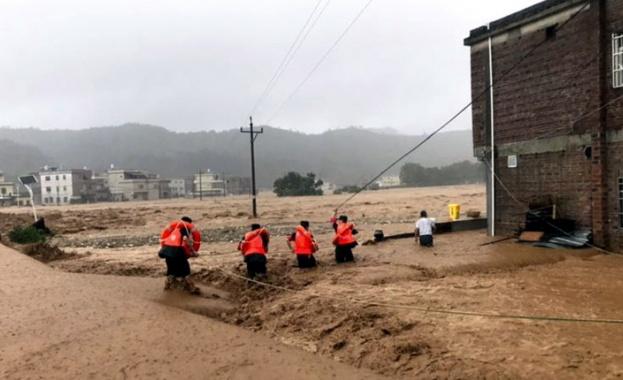 Наводненията в Испания взеха жертви, евакуирани са хиляди