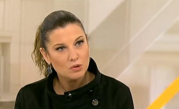 """Бенатова: Мутафчийски ме посрещна с думите: """"Ти, от таксито, къде си тръгнала да се връщаш?"""""""
