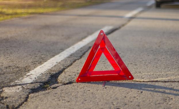 Катастрофа затруднява движението по пътя Плевен-Бяла