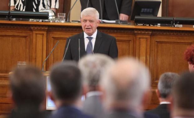Здравният министър Кирил Ананиев актуализира заповедта си, с която временно
