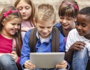 Лаптопи или таблети за 10% от учениците и учителите у нас с пари от ЕС
