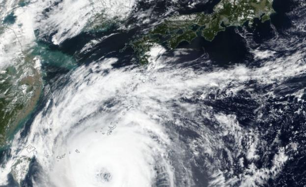 Лекима и в Китай: Над 700 000 са евакуирани