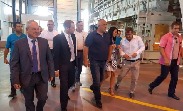 Борисов: Държавата ще реновира пътя до завод за стъкло в Търговище