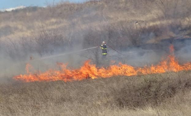 Потушен е пожарът край хасковското село Нова Надежда, който обхвана