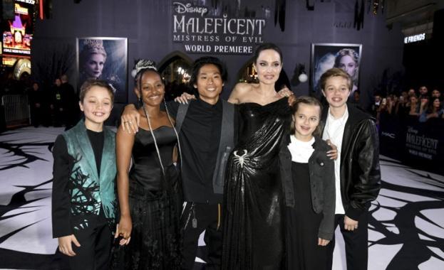 """Анджелина Джоли с децата на премиерата на """"Господарка на злото 2"""""""