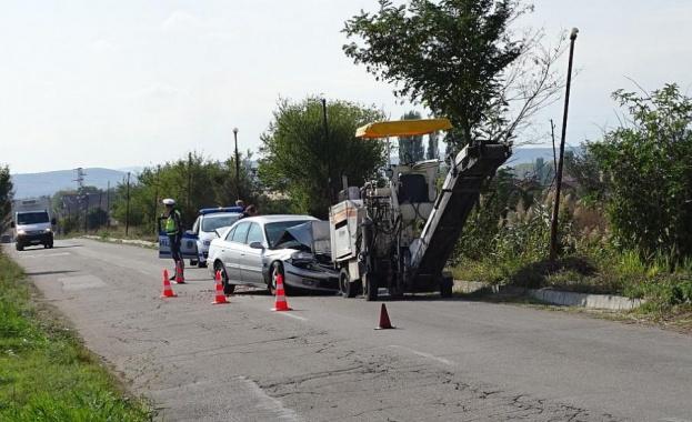 Тир и кола се удариха край Елхово, има загинал