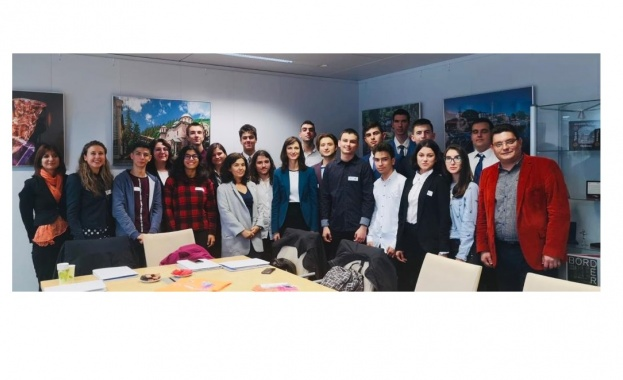 Лауреати на технологични състезания представиха България на Европейската седмица на програмирането