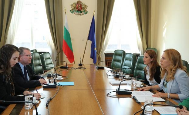 Вицепремиерът Николова се срещна с посланика на Държавата Израел в България