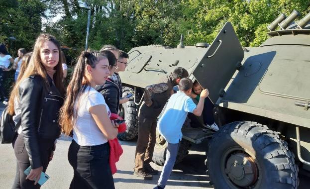 Бригаден генерал Николай Караиванов: Армията дава възможност за личностно развитие